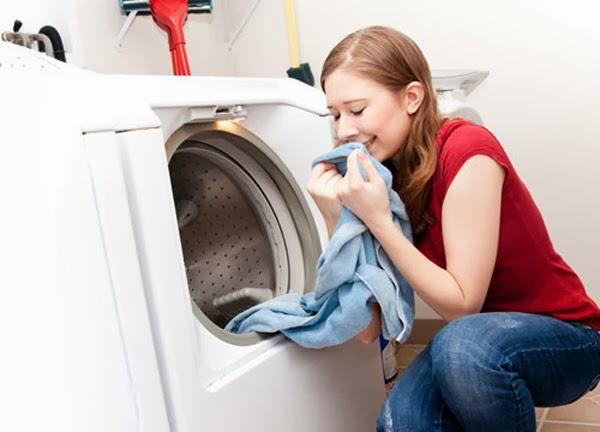 Cách khử mùi hôi máy giặt